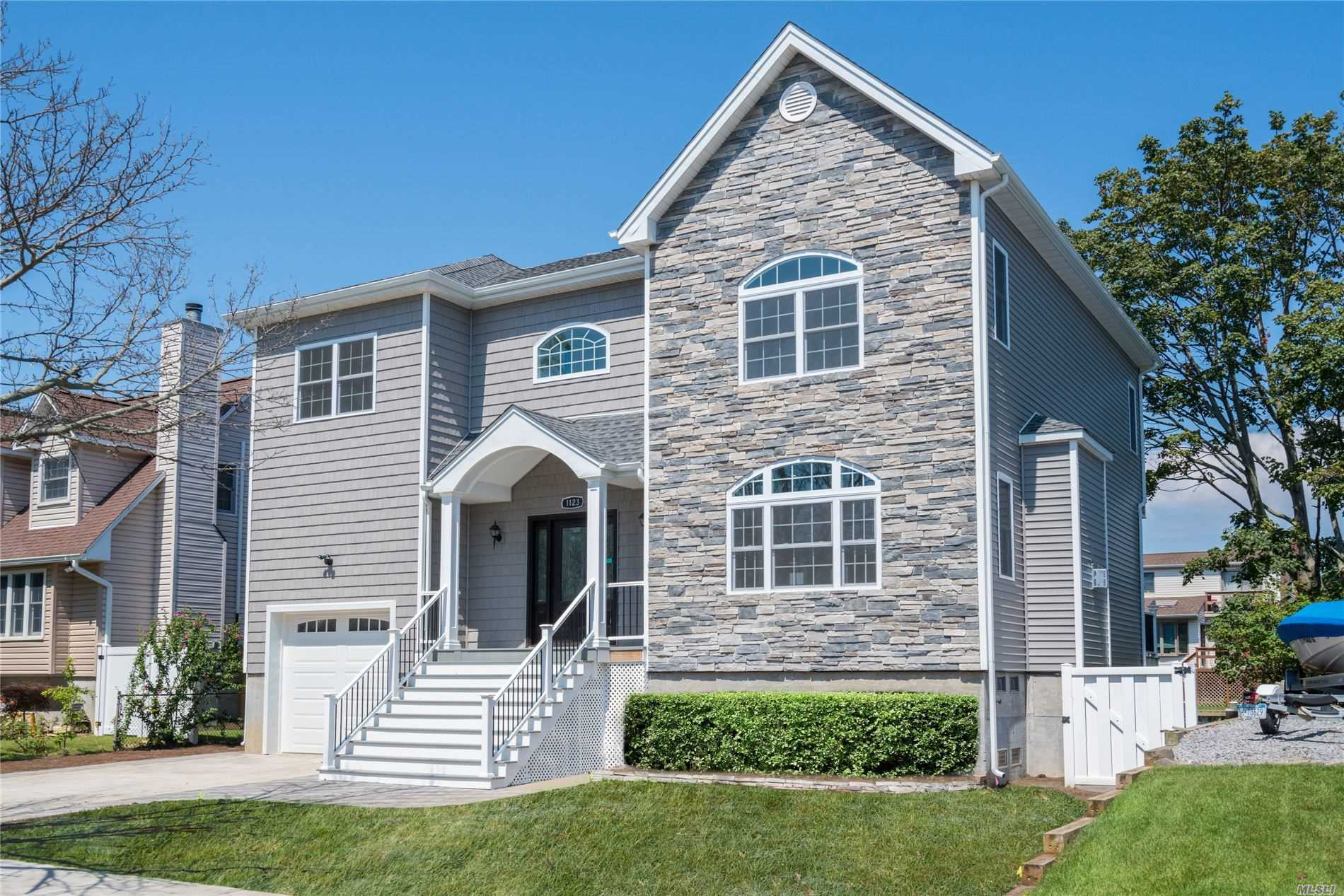 Residential For Sale in 1123 Northern Blvd, Baldwin, NY ,11510