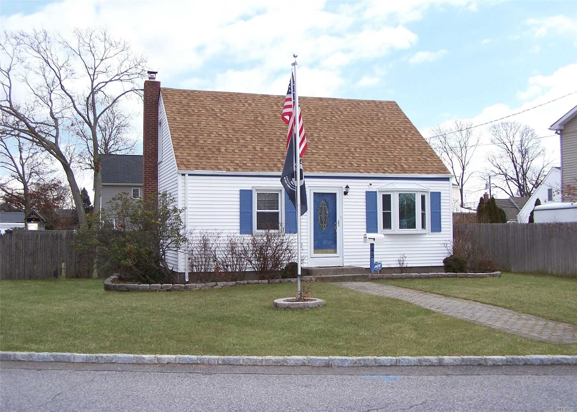 Residential For Sale in 45 Washington Avenue, W. Sayville, NY ,11796