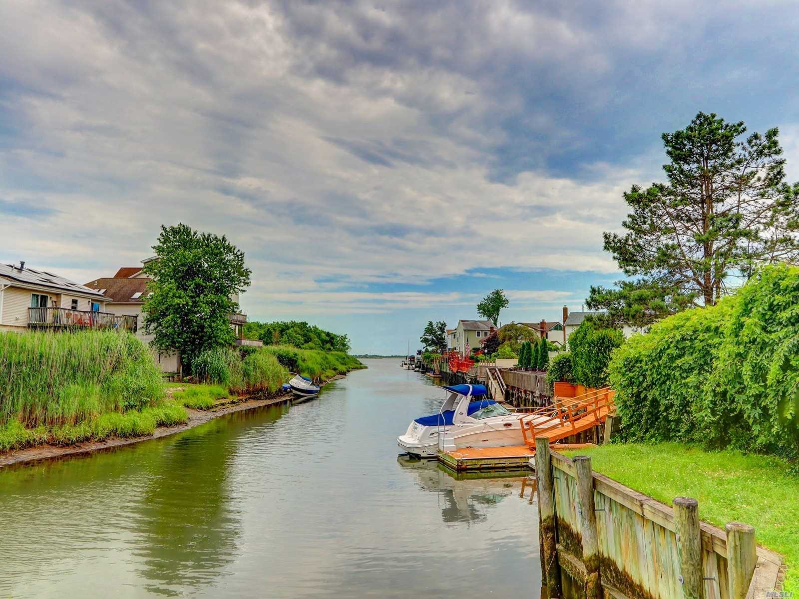 Residential For Sale in 3405 B Harbor Point Rd, Baldwin, NY ,11510