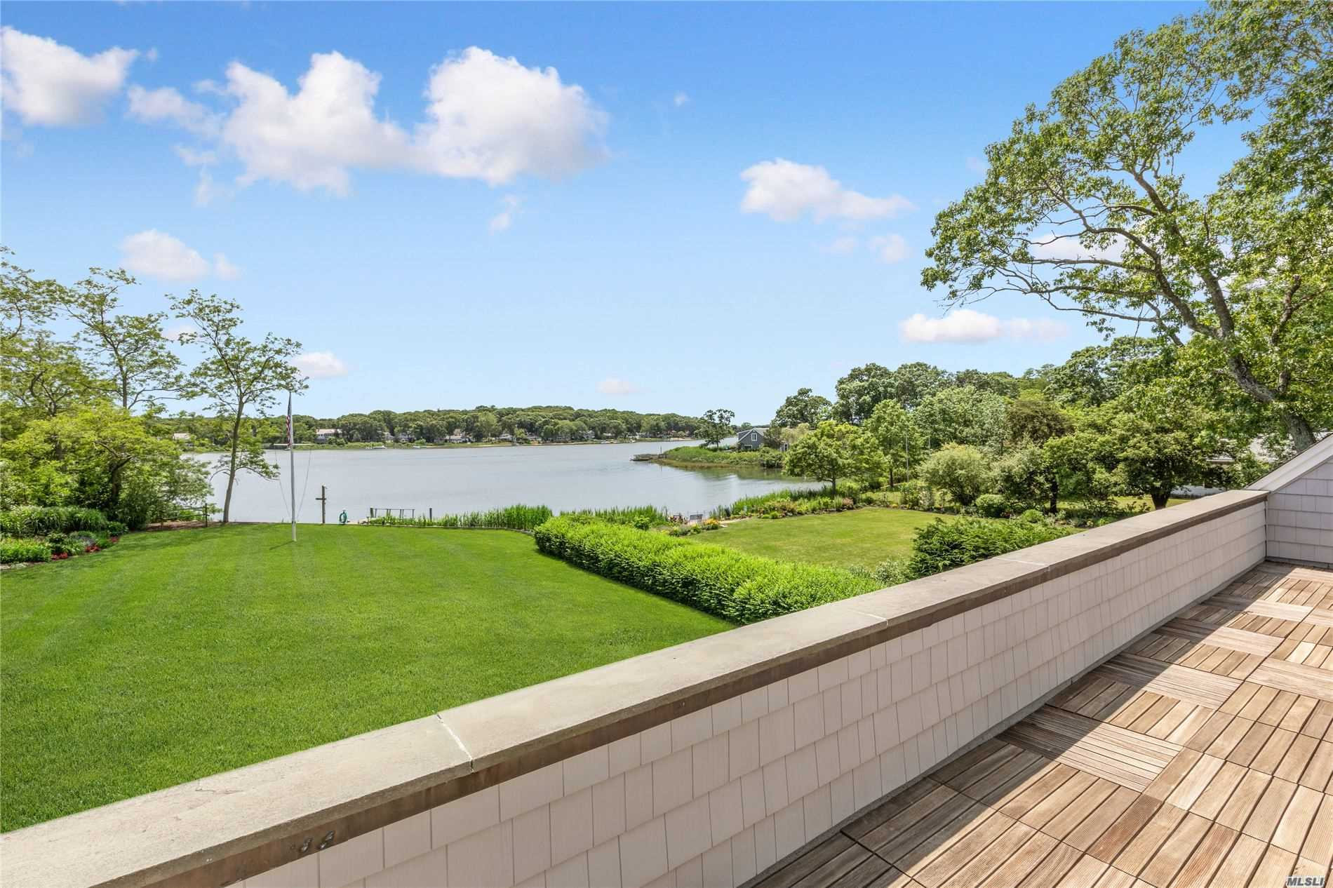 Residential For Sale in 1380 Oakwood Dr, Southold, NY ,11971