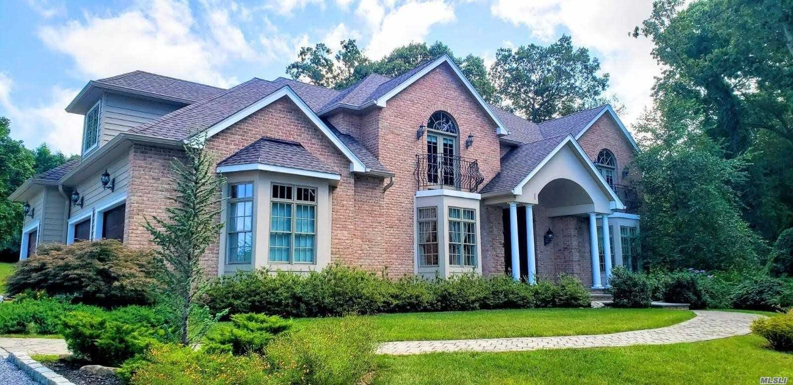 Residential For Sale in 4 Sleepy Hollow Ct, Fort Salonga, NY ,11768