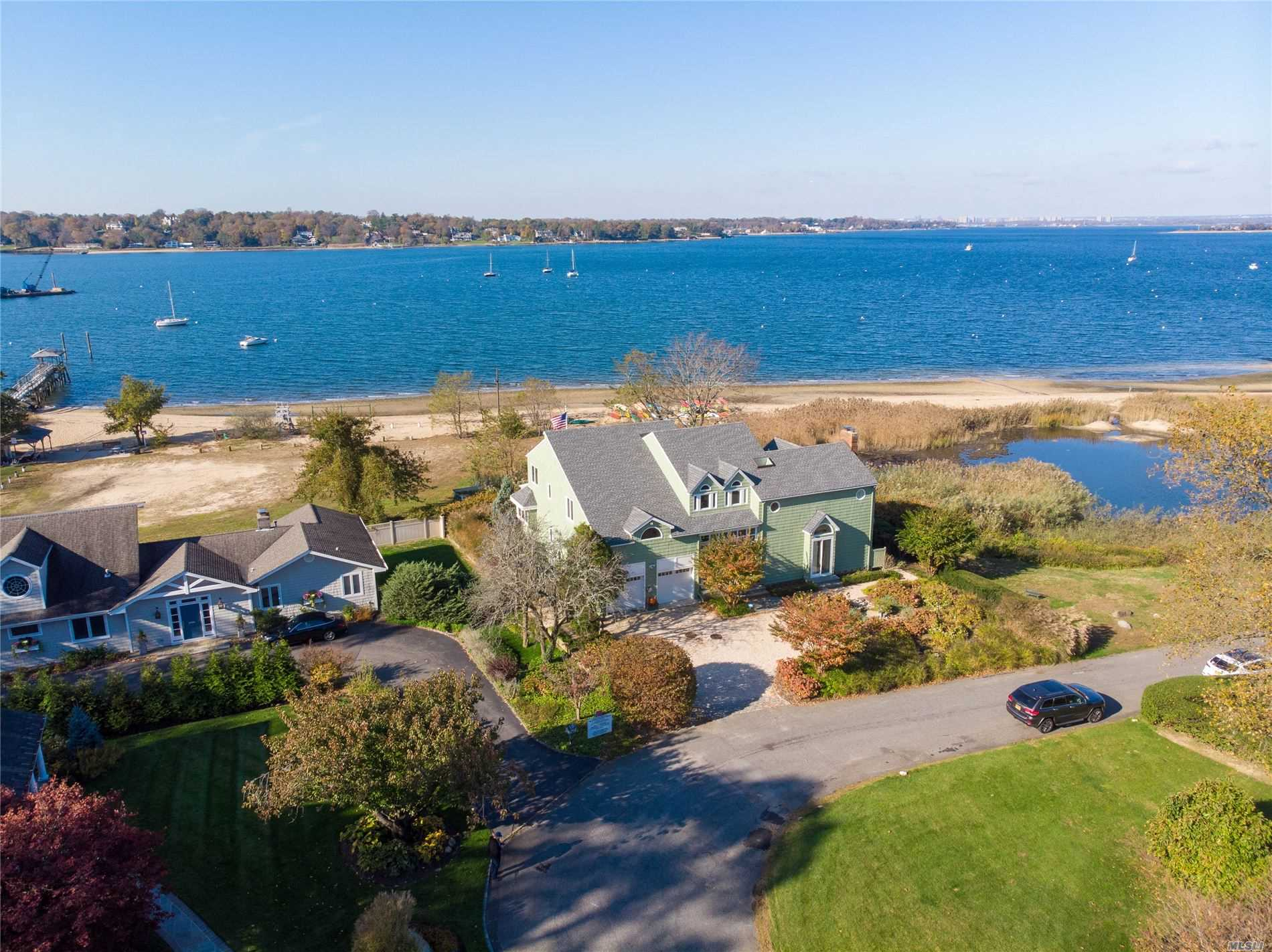 Residential For Sale in 17 Secor Dr, Port Washington, NY ,11050