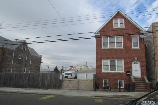 Residential For Sale in 59-43 56 Rd, Maspeth, NY ,11378