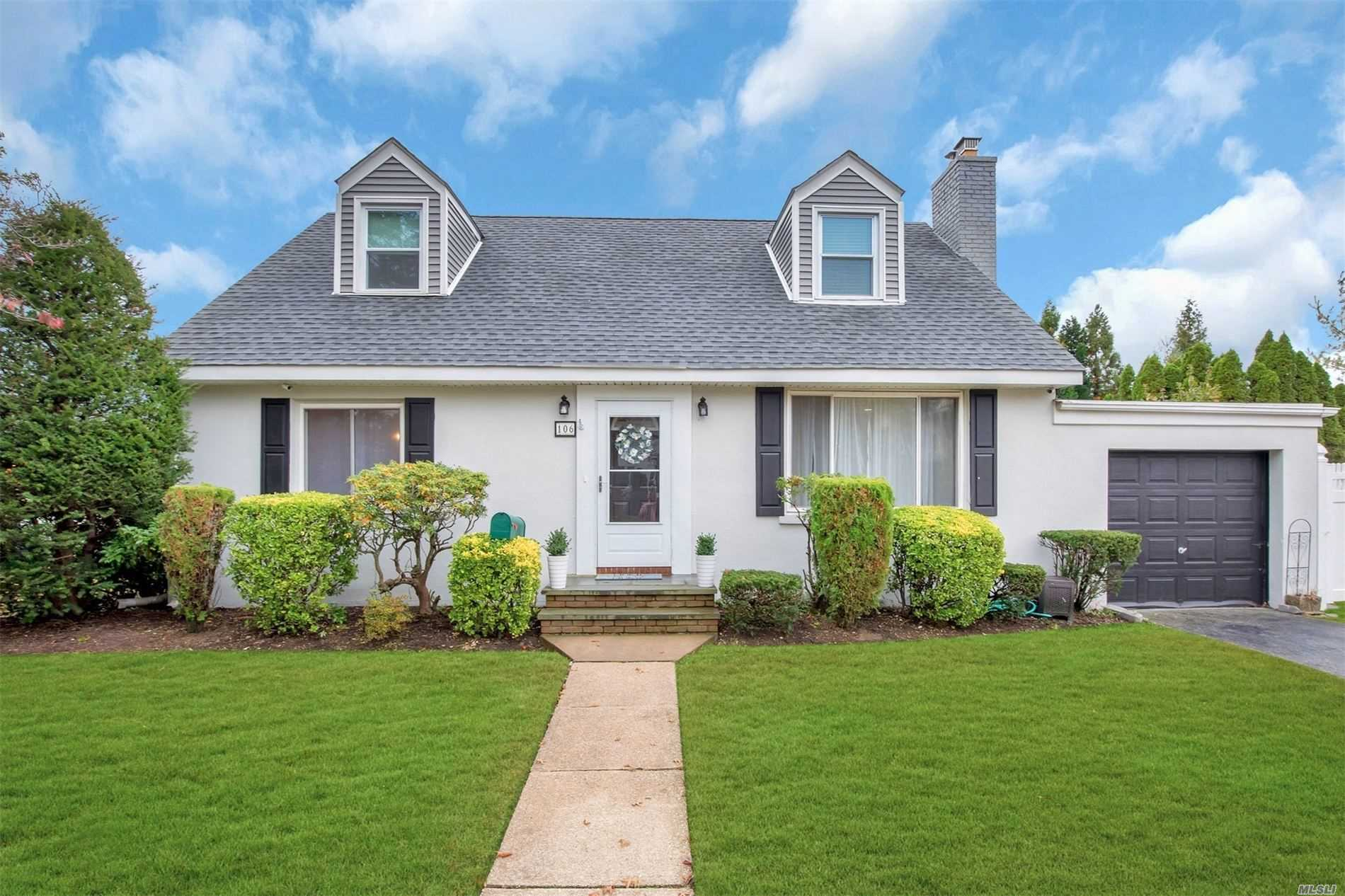 Residential For Sale in 106 Cambridge Ave, Garden City S., NY ,11530