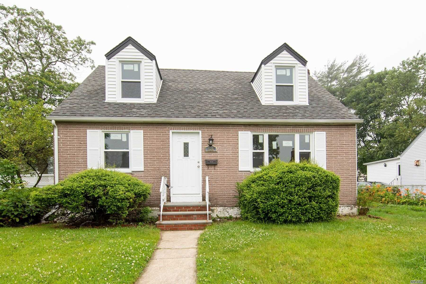 Residential For Sale in 620 Liberty St, Uniondale, NY ,11553