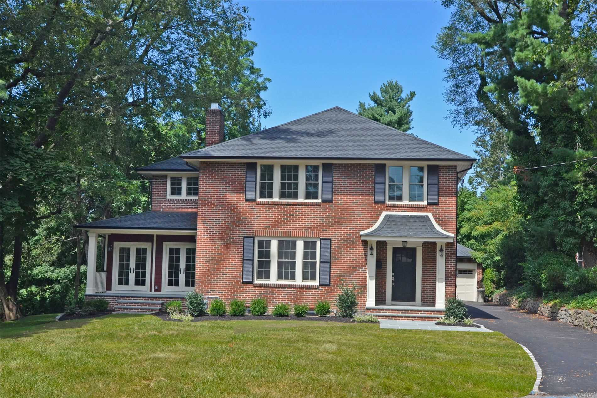 Residential For Sale in 85 Ivy Way, Port Washington, NY ,11050