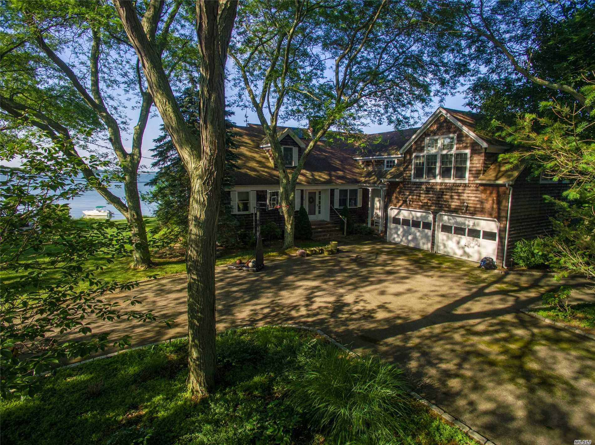 Residential For Sale in 1605 Parish N Dr, Southold, NY ,11971