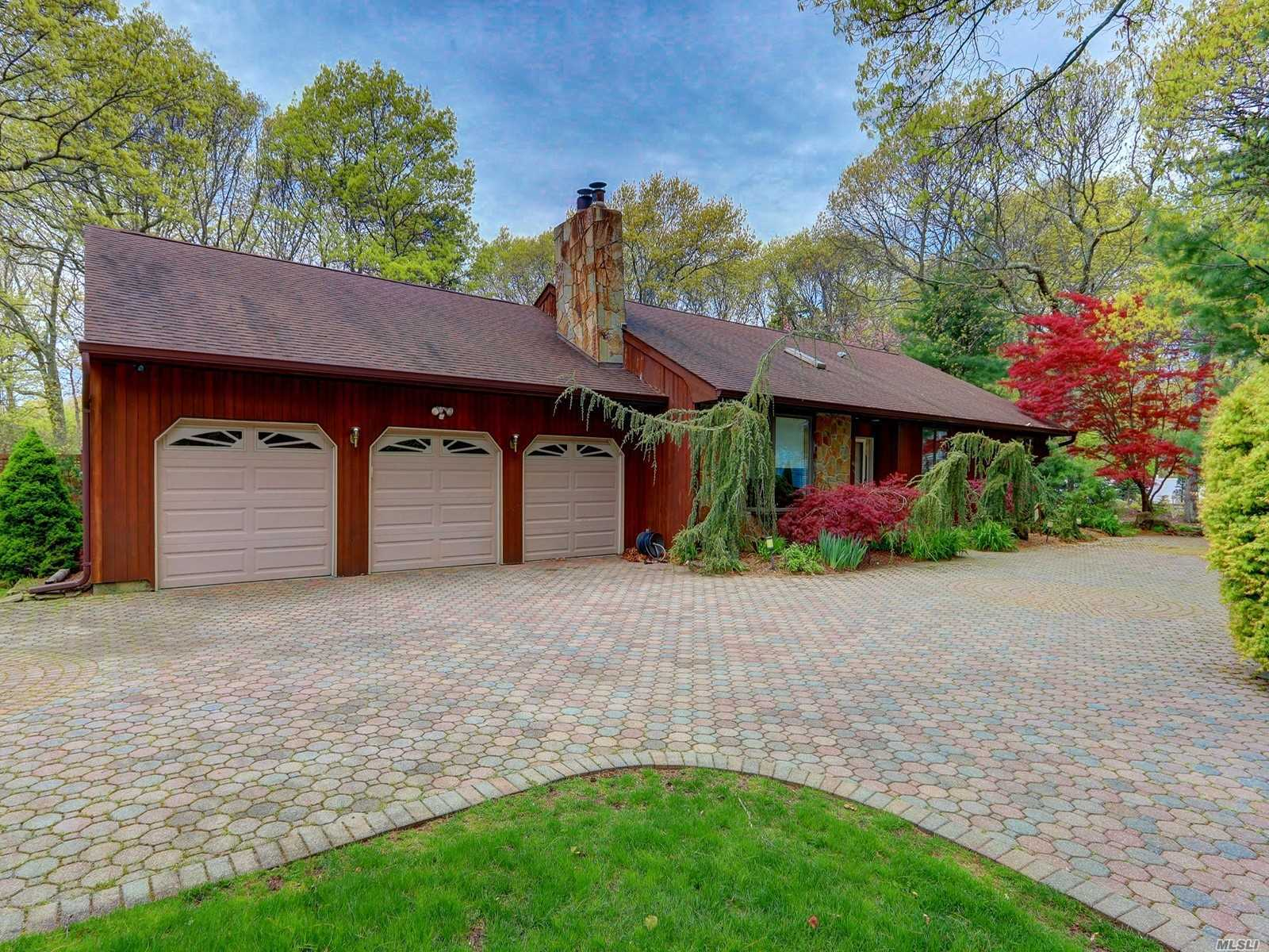 Residential For Sale in 46 Margin Dr, Shirley, NY ,11967