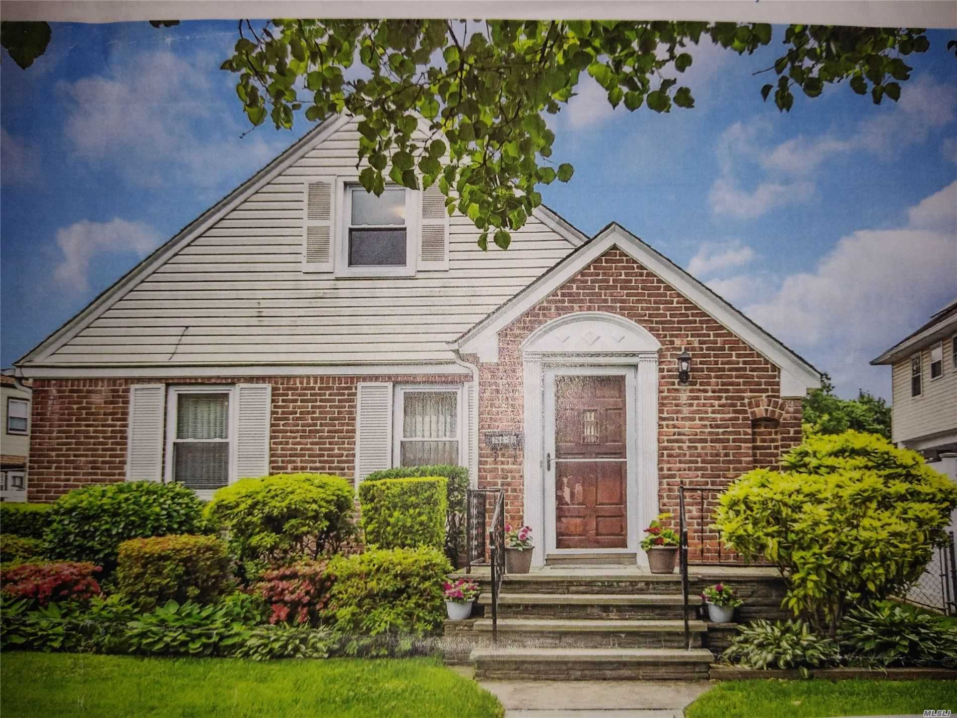 Residential For Sale in 266-08 Williston Avenue E, Floral Park, NY ,11001