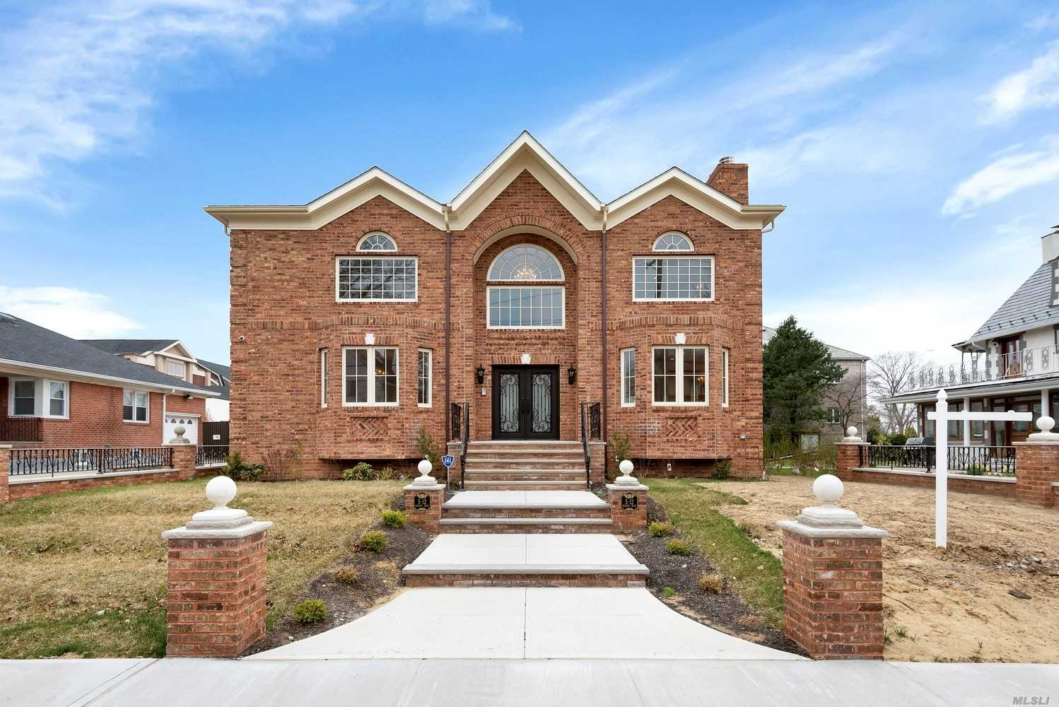 Residential For Sale in 512 Parsons Blvd, Malba, NY ,11357