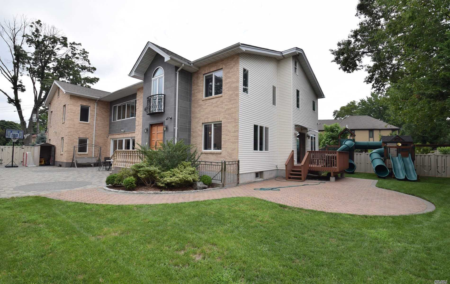 Residential For Sale in 198-36 Epsom Cor, Holliswood, NY ,11423
