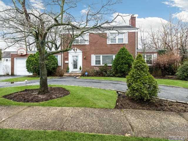 Residential For Sale in 139 Saint Pauls Place, W. Hempstead, NY ,11552