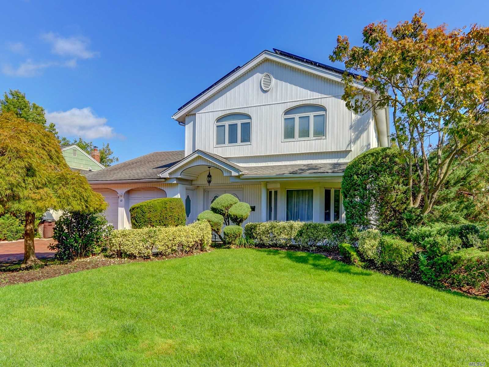 Residential For Sale in 82 Shelbourne Ln, Manhasset Hills, NY ,11040