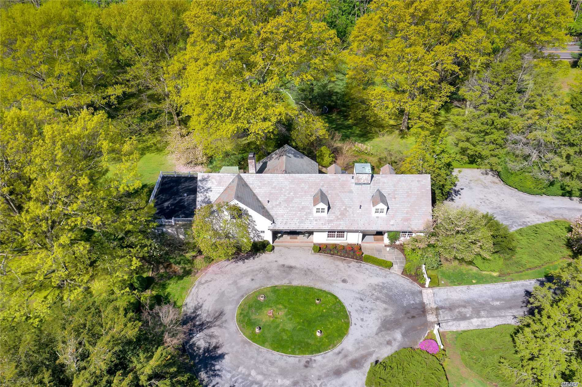 Residential For Sale in 202 Cleft Rd, Mill Neck, NY ,11765