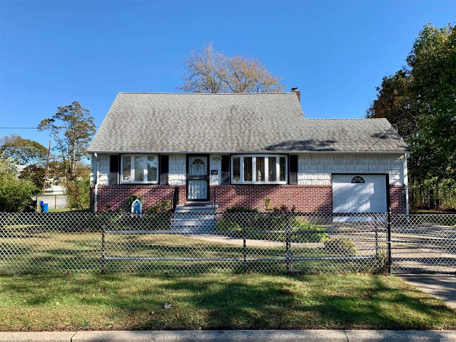 Residential For Sale in 1011 Catskill Avenue, Lindenhurst, NY ,11757