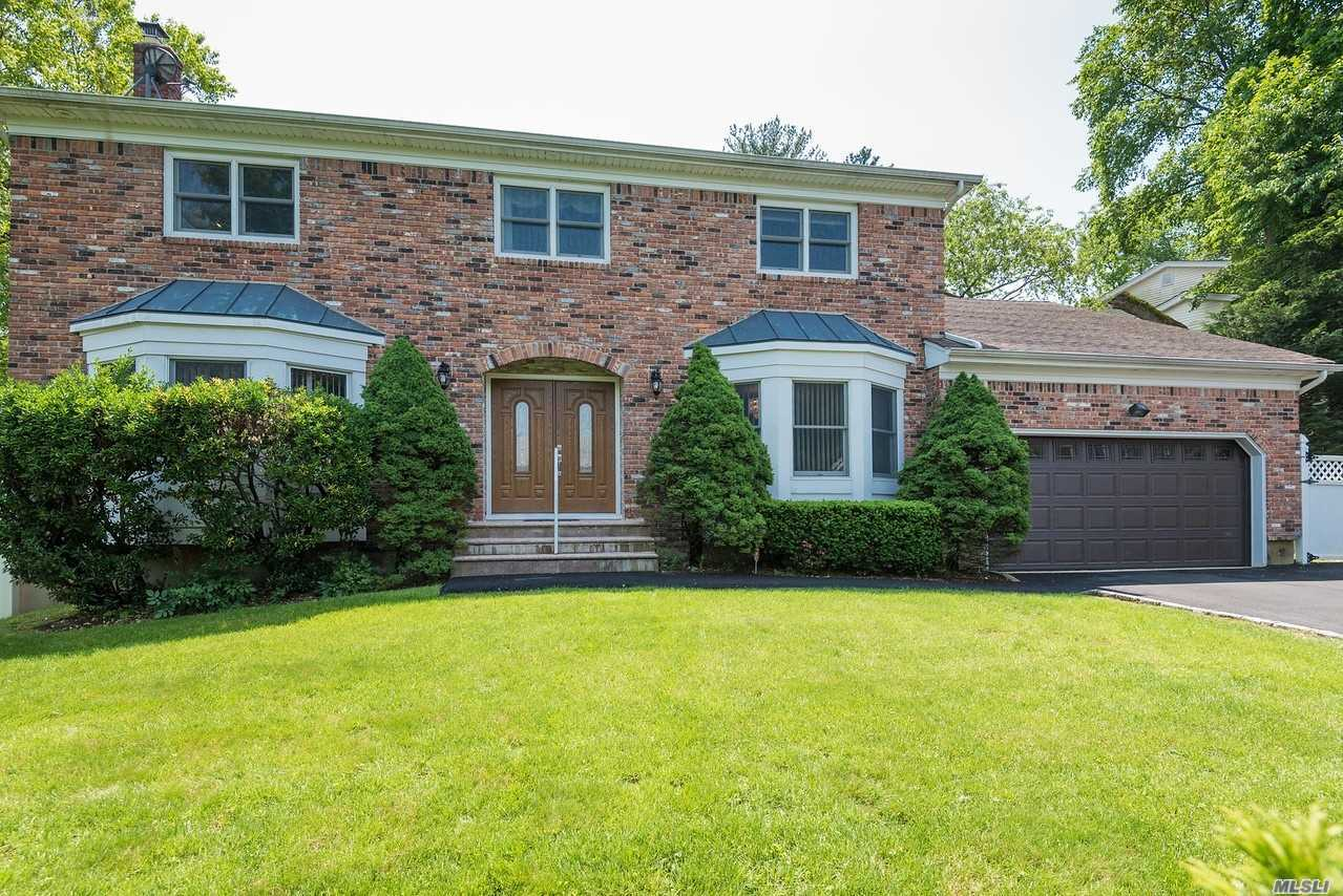 Residential For Sale in 9 Roscoe Court, Old Brookville, NY ,11545