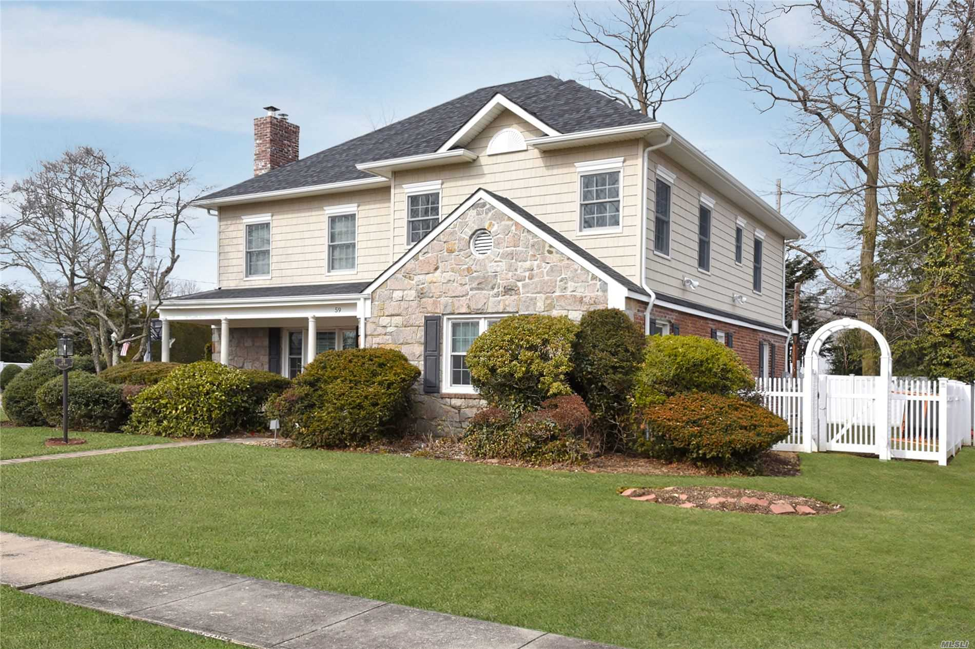 Residential For Sale in 59 Allen Road, Rockville Centre, NY ,11570