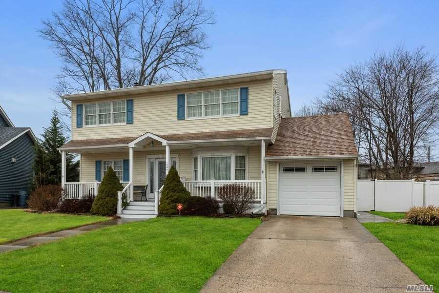 Residential For Sale in 1804 Village Lane, Wantagh, NY ,11793