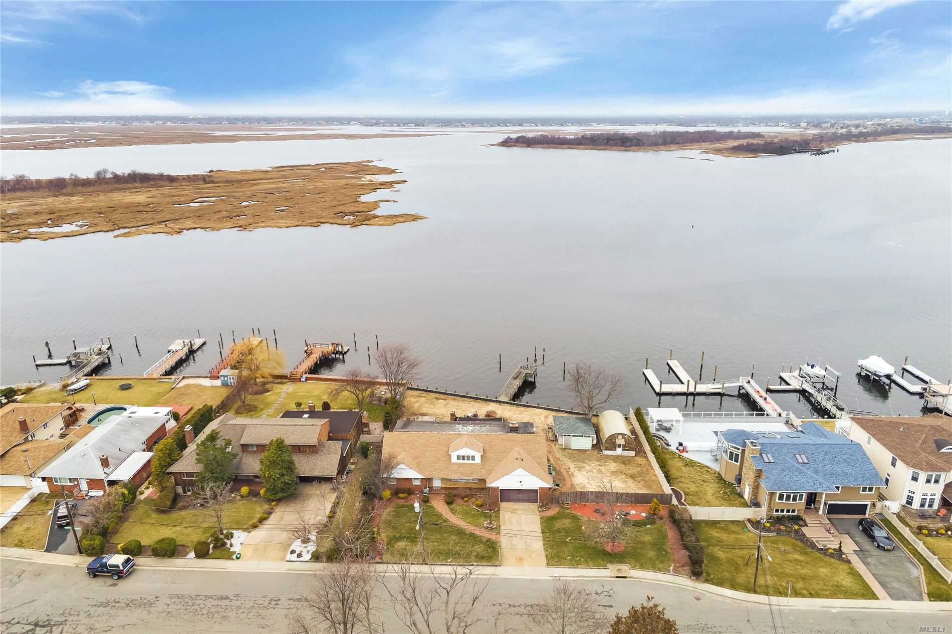 Residential For Sale in 150 Island Parkway N, Island Park, NY ,11558
