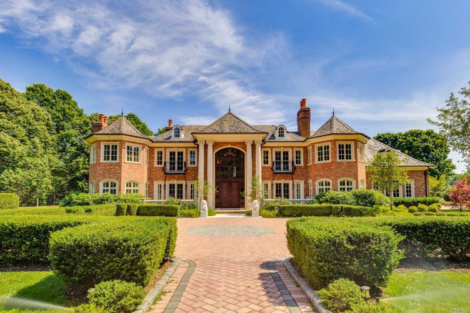 Residential For Sale in 136 I U Willets Road, Old Westbury, NY ,11568