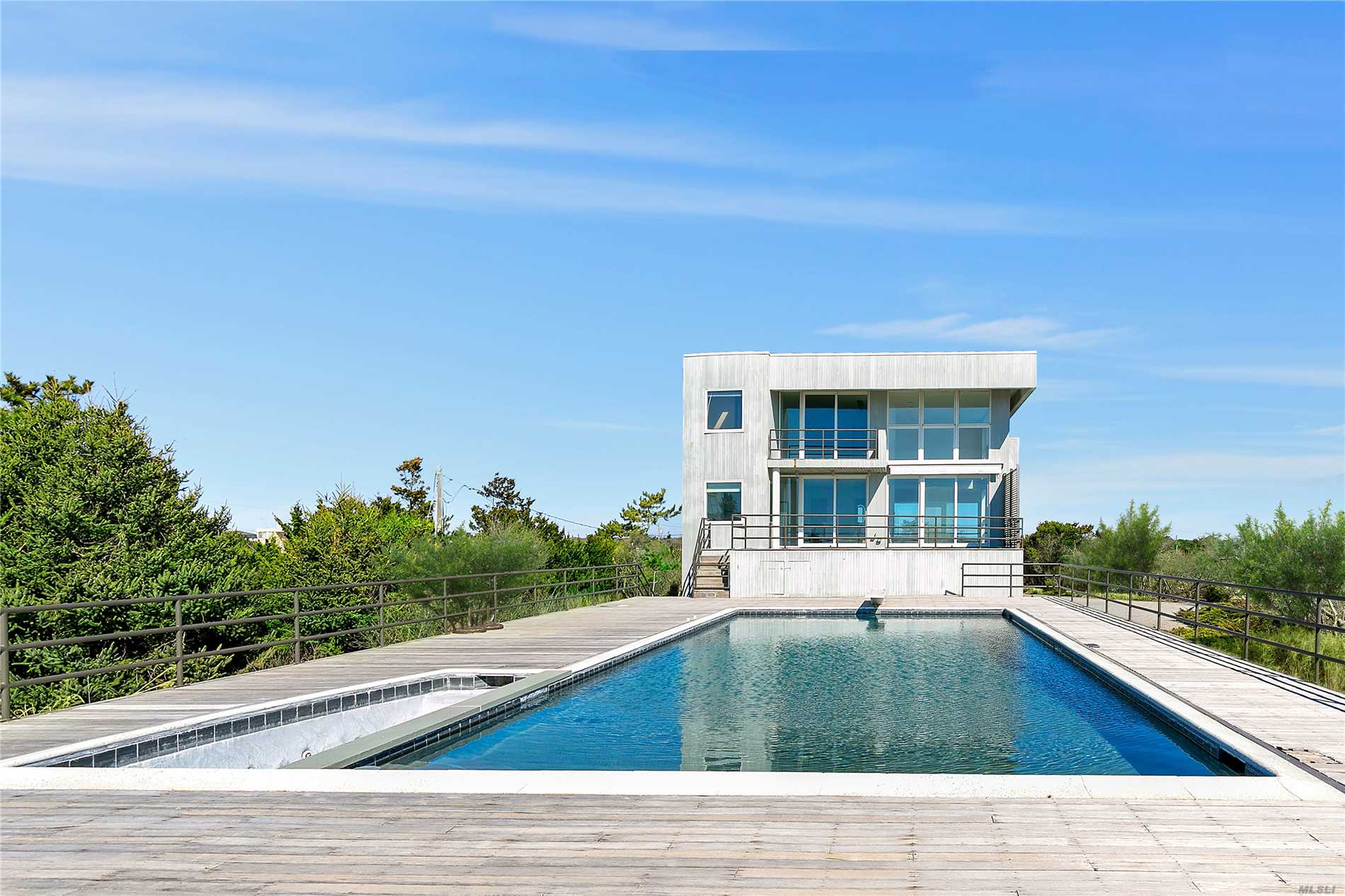 Residential For Sale in 176 Dune Rd, Quogue, NY ,11959