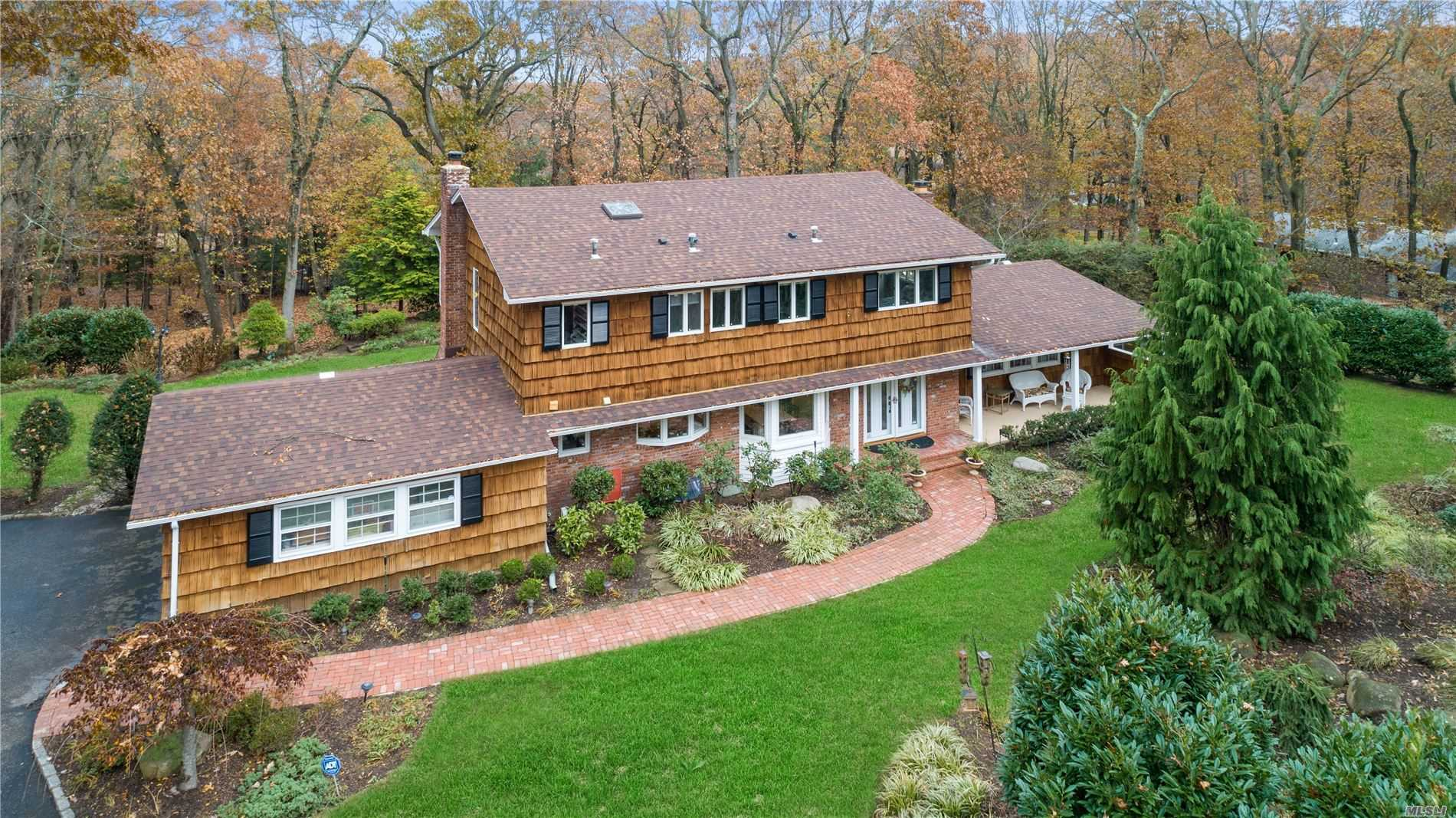 Residential For Sale in 21 Trescott Path, Fort Salonga, NY ,11768