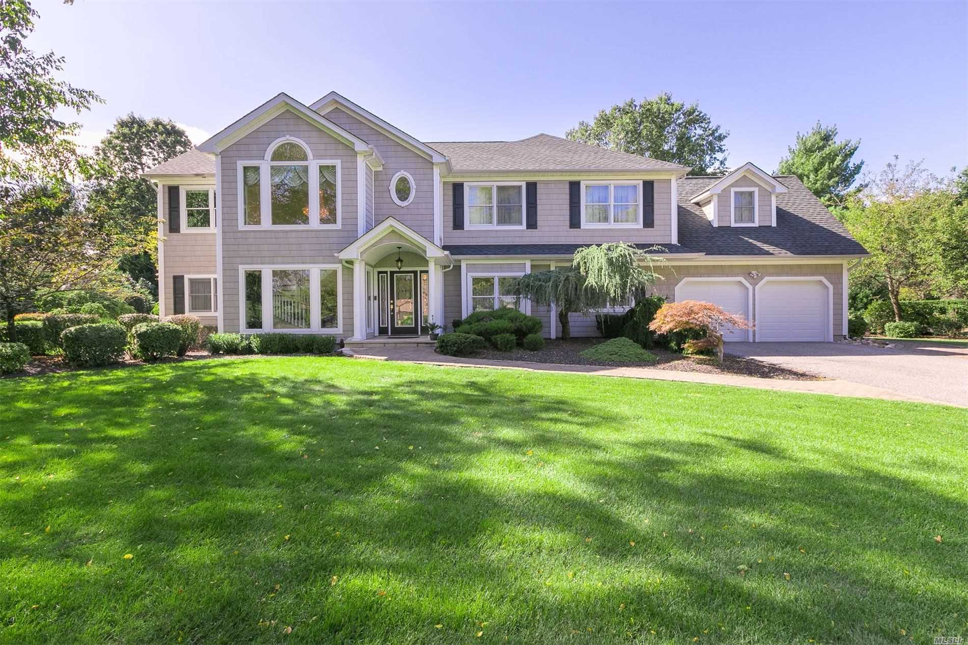 Residential For Sale in 25 Arrowood Dr, St. James, NY ,11780