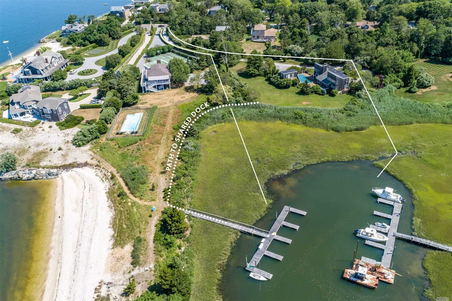 Residential For Sale in 64 Peconic Bay Aven, Southampton, NY ,11968