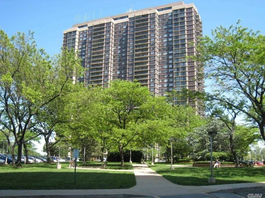 Condominium for sale in 27010 Grand Central Pky, Floral Park, NY ,11005