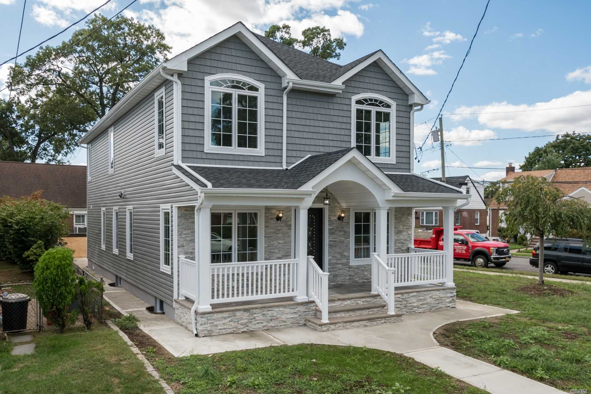 Residential For Sale in 54 Blossom Row, Valley Stream, NY ,11580