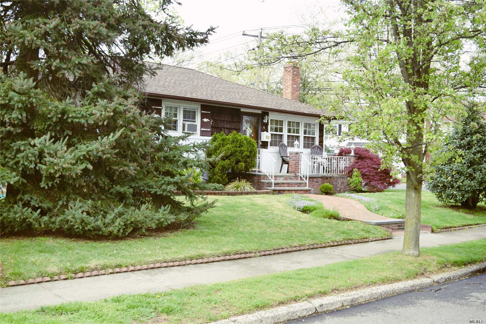 Residential For Sale in 4 Bolton Rd, New Hyde Park, NY ,11040