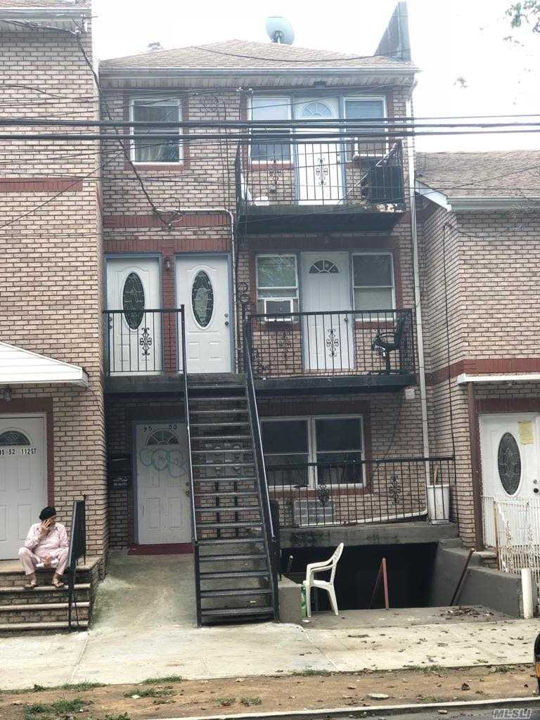 Residential For Sale in 95-50 112 St, Richmond Hill S., NY ,11419