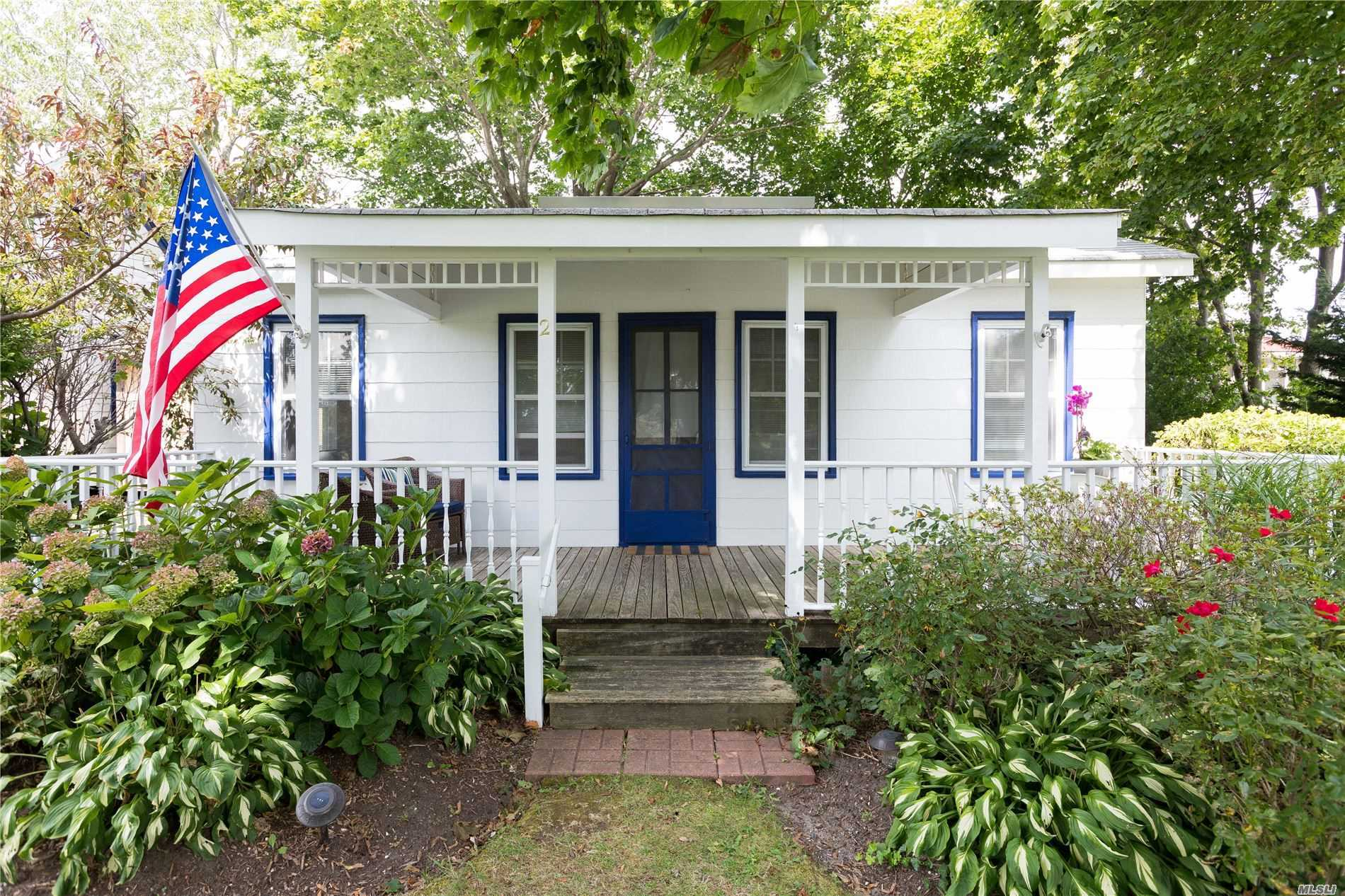 Residential For Sale in 720 2nd St, New Suffolk, NY ,11956