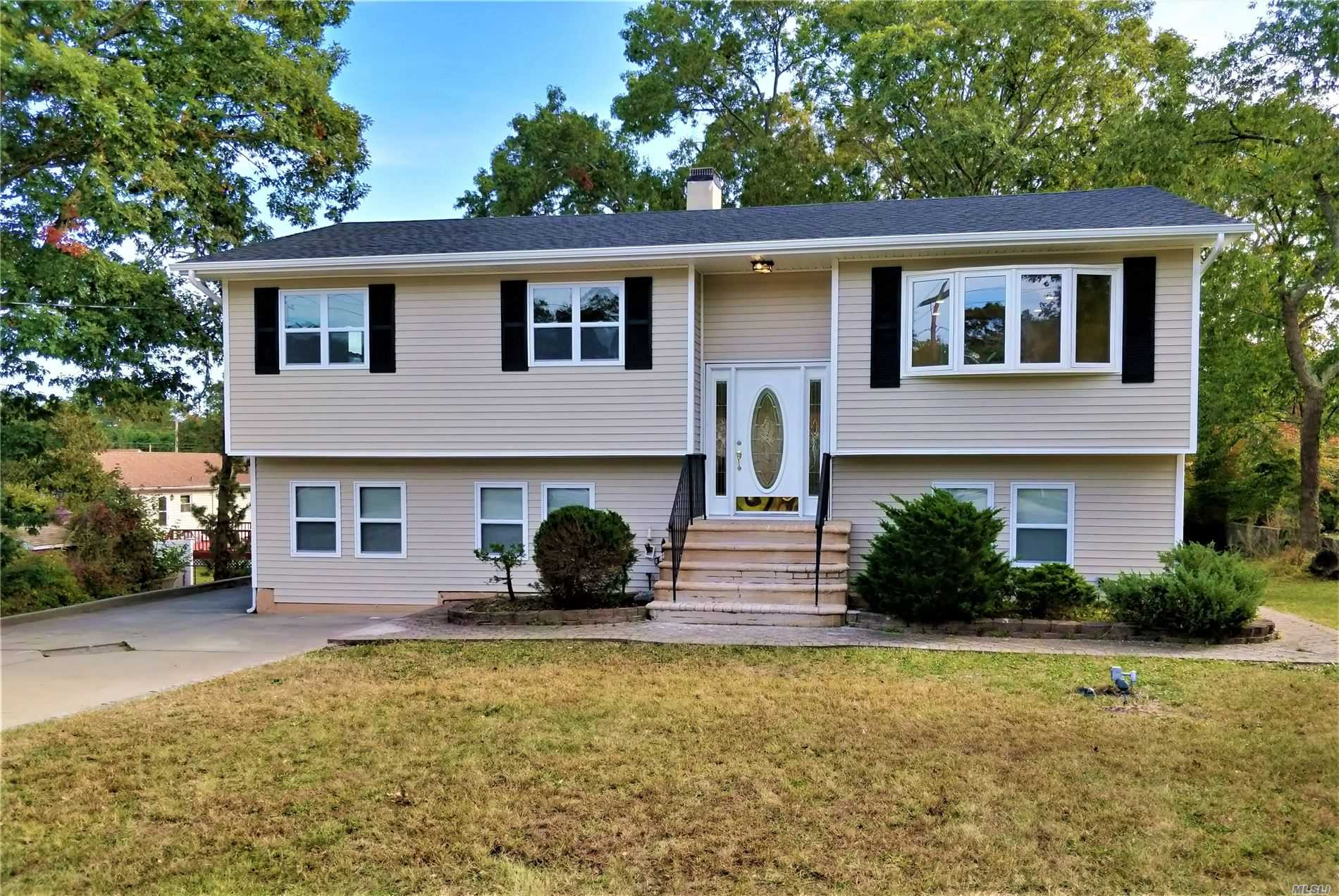 Residential For Sale in 418 Southport St, Ronkonkoma, NY ,11779