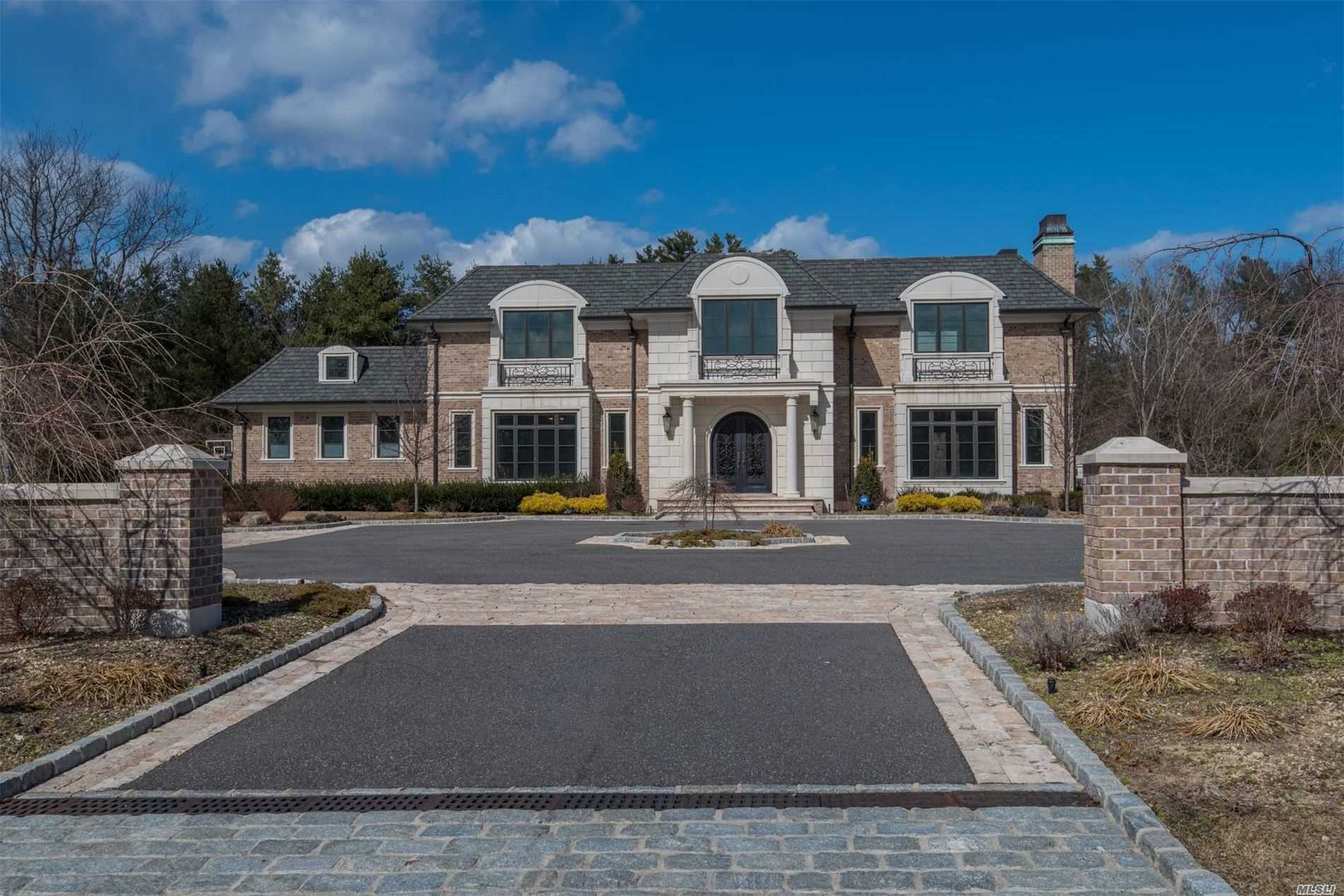 Residential For Sale in 22 Rolling Hill Road, Old Westbury, NY ,11568