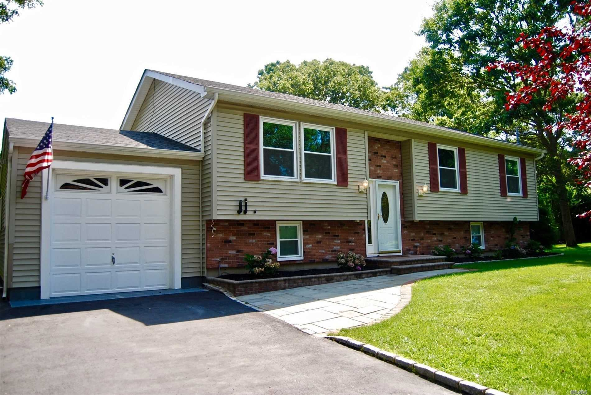 Residential For Sale in 21 Westfield Rd, Coram, NY ,11727