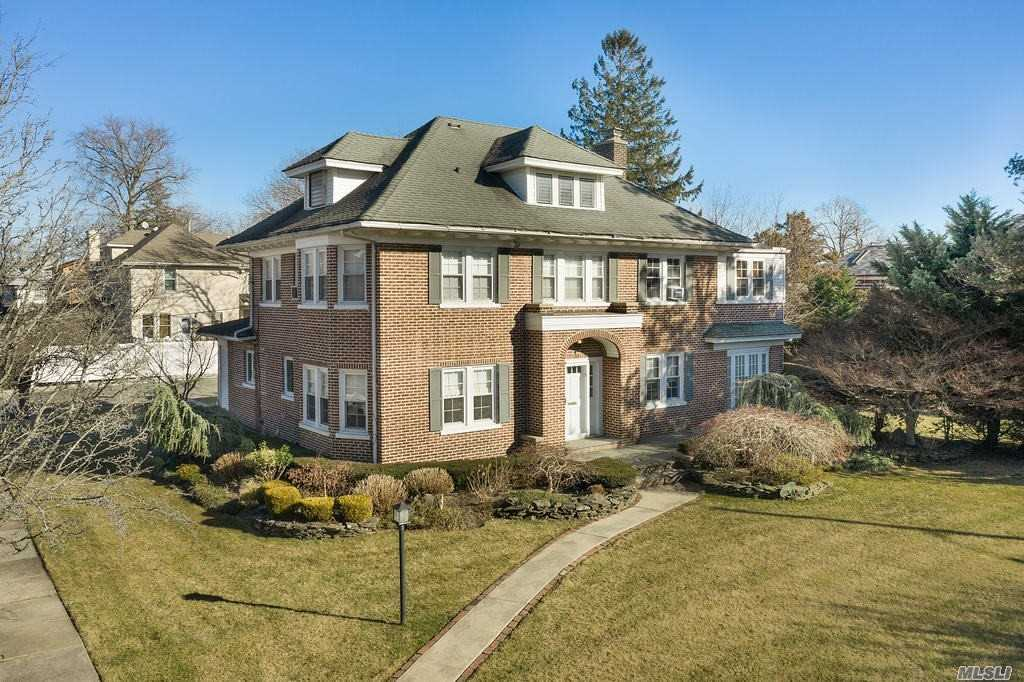 Residential For Sale in 36 Woodmere Boulevard, Woodmere, NY ,11598