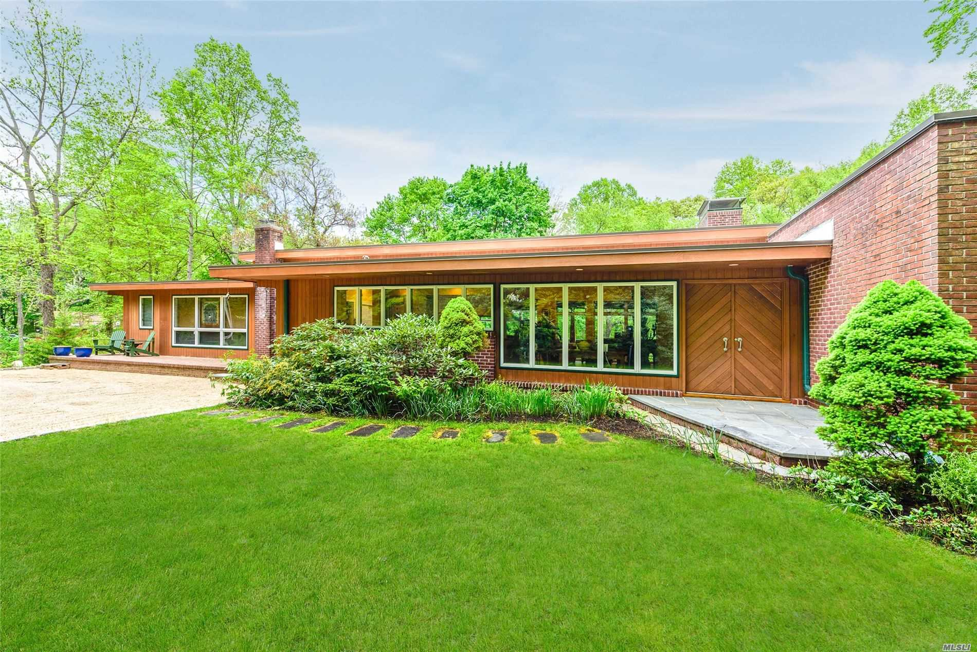 Residential For Sale in 5 Fort Salonga Rd, Centerport, NY ,11721