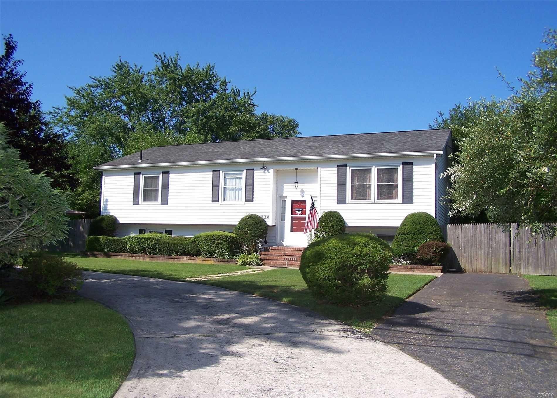 Residential For Sale in 234 Mount Sinai Cora Rd, Coram, NY ,11727