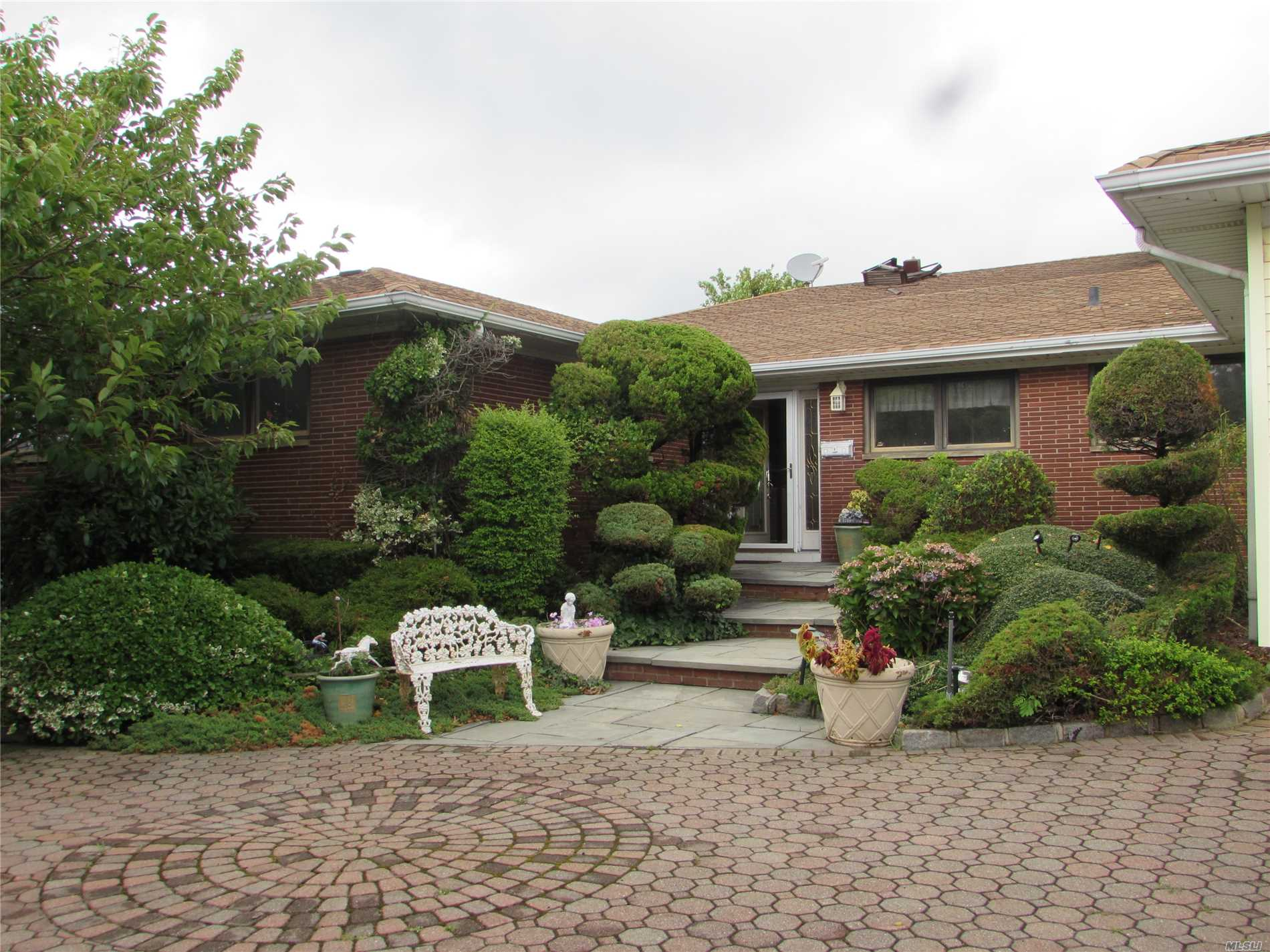 Residential For Sale in 26 Club Dr, Massapequa, NY ,11758