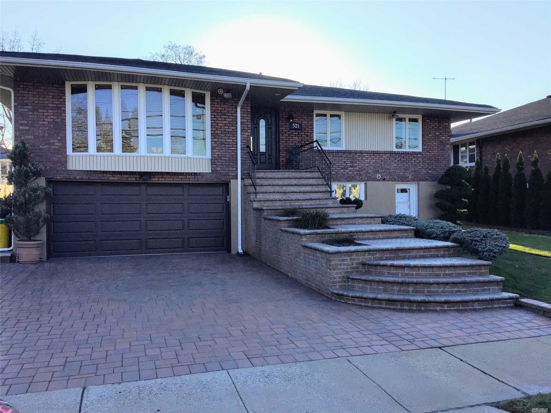 Residential For Sale in 521 Hungry Harbor Rd, Valley Stream, NY ,11581