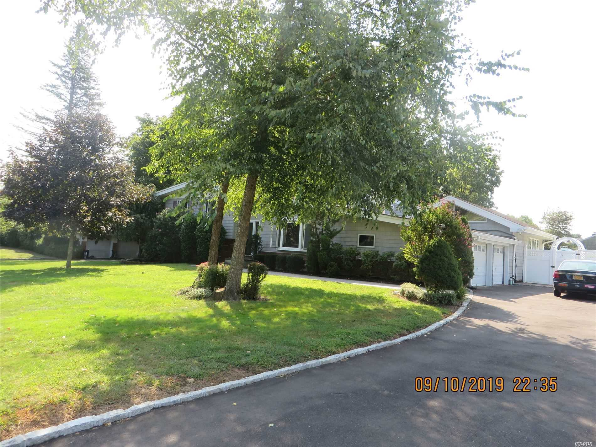 Residential For Sale in 11 Edwards Ln, Glen Cove, NY ,11542
