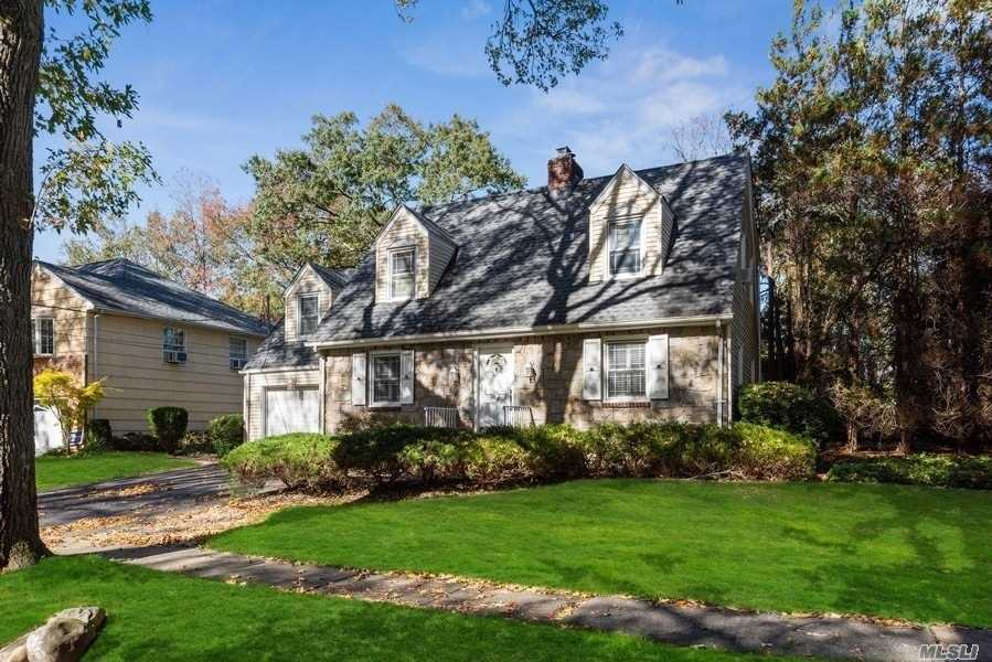Residential For Sale in 45 Lee Ave, E. Williston, NY ,11596