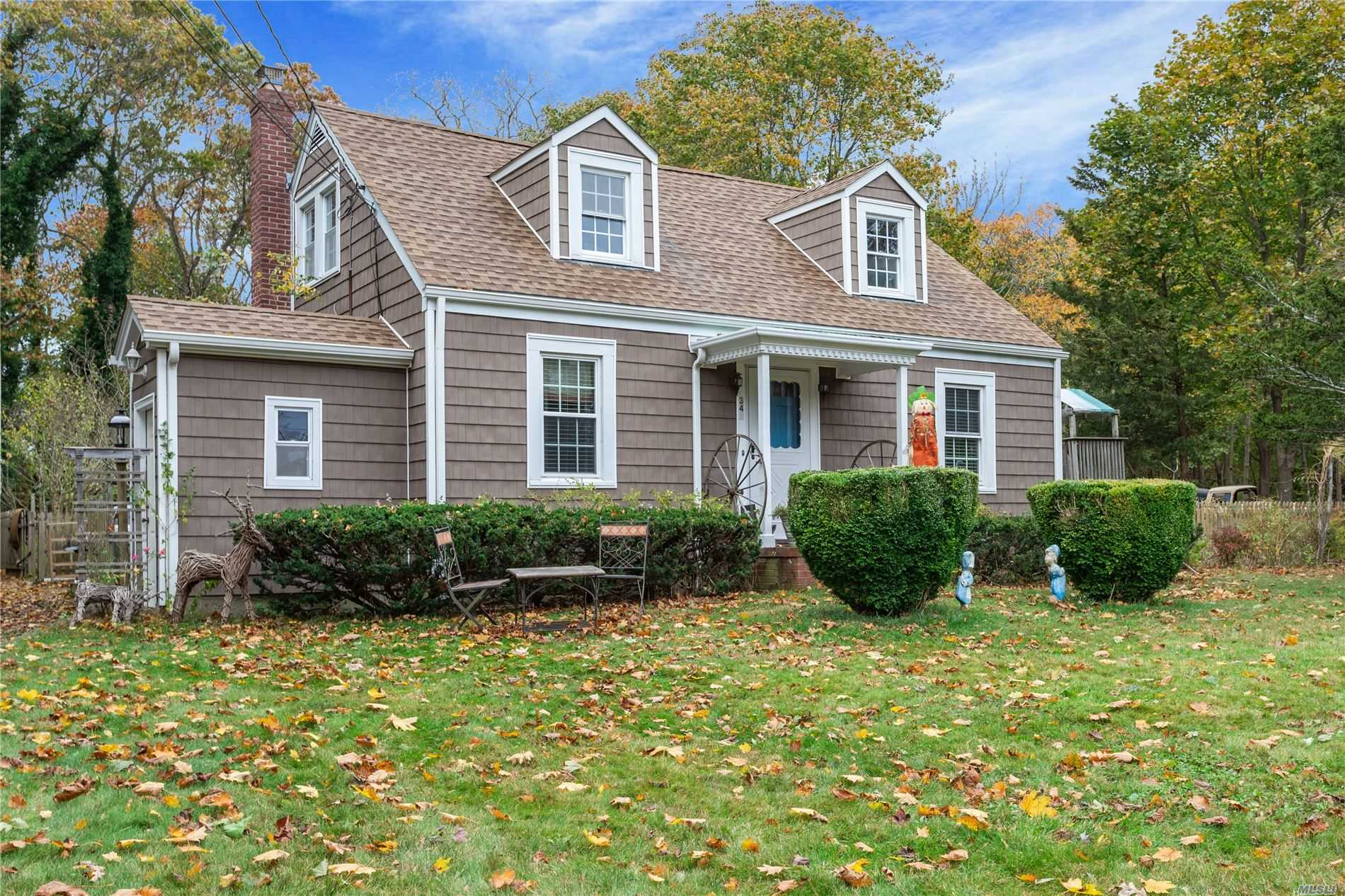Residential For Sale in 349 Country S Rd, Brookhaven, NY ,11719