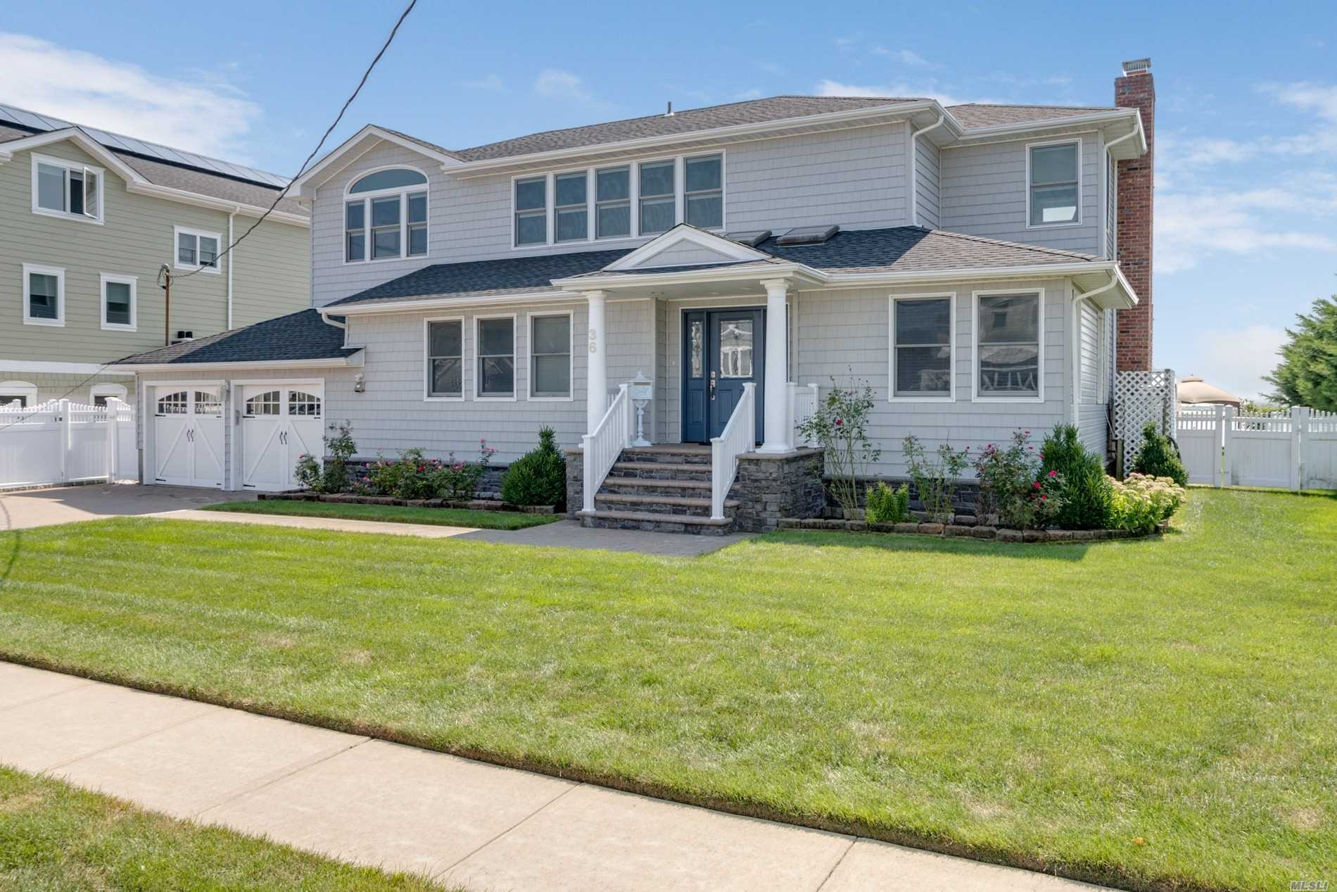 Residential For Sale in 36 Brockmeyer Dr, Massapequa, NY ,11758
