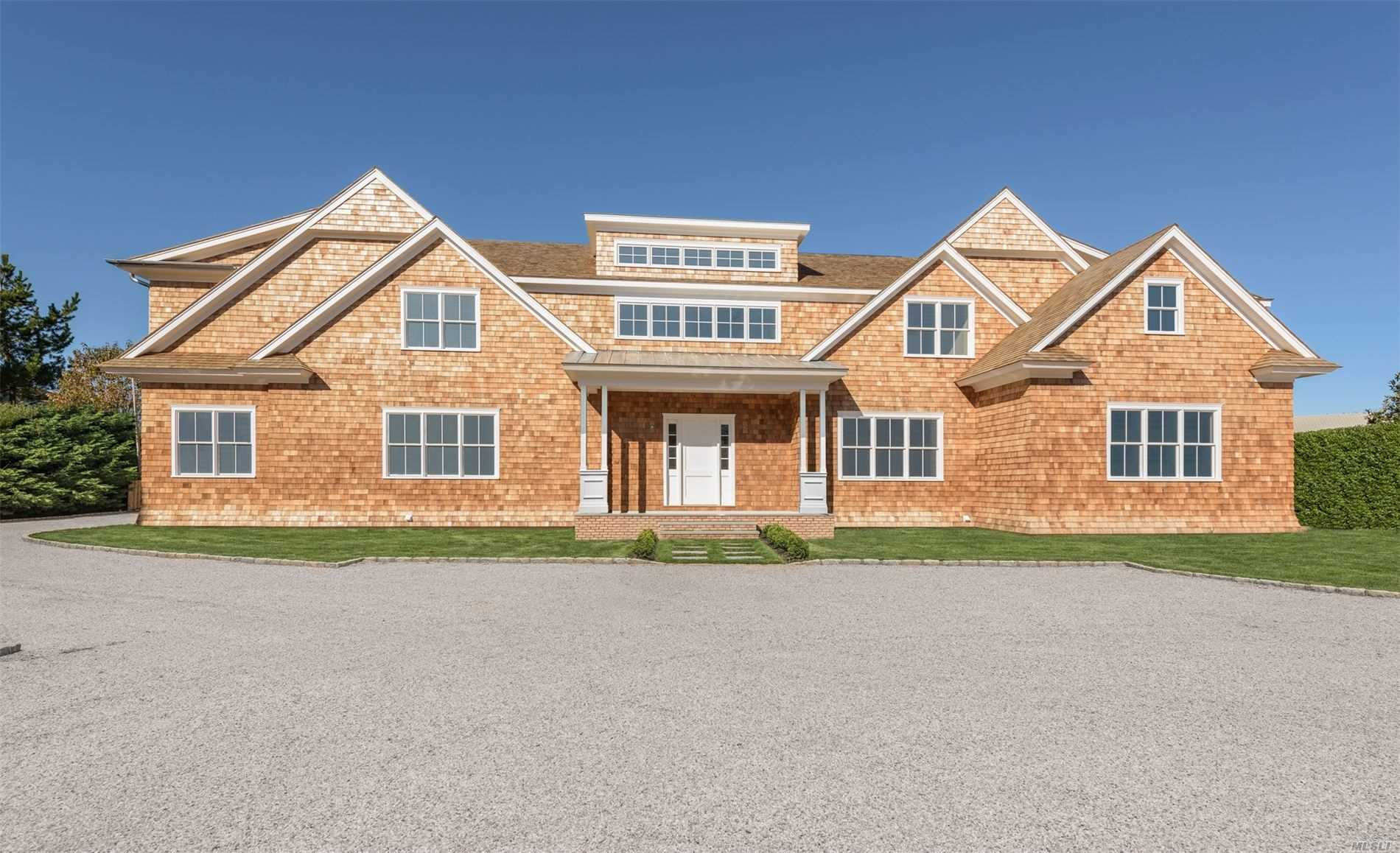 Residential For Sale in 12 Brennans Moor, Water Mill, NY ,11976