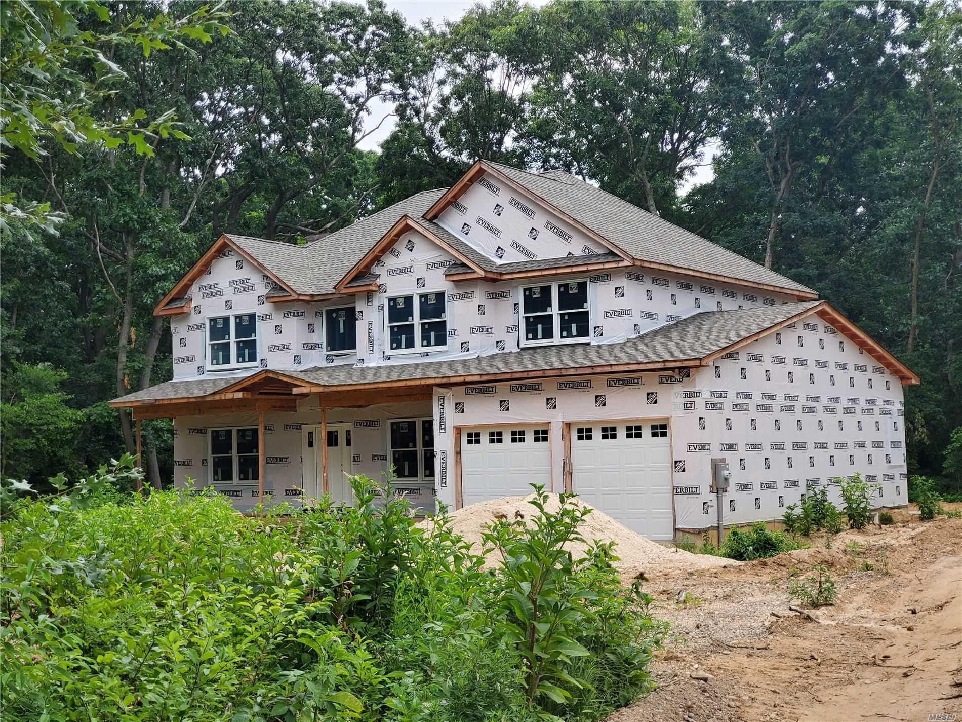 Residential For Sale in Adj264 Lt2 Clay Pitts Rd, E. Northport, NY ,11731