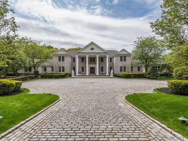 Residential For Sale in 14 Danton N Ln, Lattingtown, NY ,11560