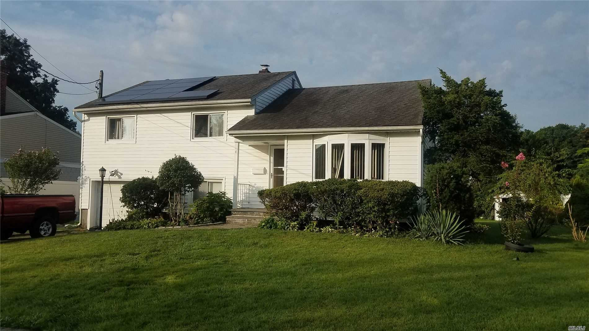 Residential For Sale in 4 Walden Ave, Jericho, NY ,11753