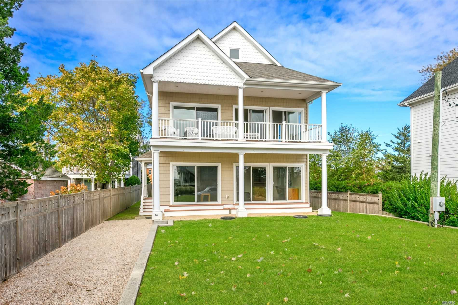 Residential For Sale in 14 Locust St, Aquebogue, NY ,11931